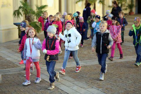 Speciální trasa pro děti  odkrývání tajemství ztracené zámecké koruny v dobových  kostýmech b1580a87e8c
