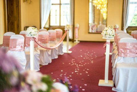 Divadelní sál nabízí praktický prostor pro svatební obřad